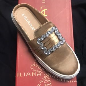 2 for $20 3 for $25 Liliana Flat